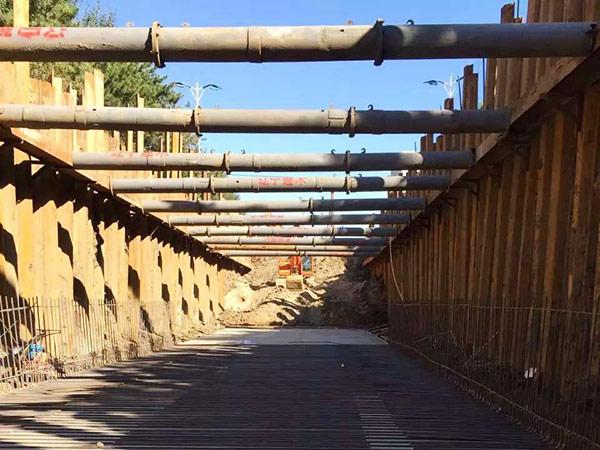 钢板桩水平支撑安装与拆除方法